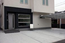 事務所外観・駐車場